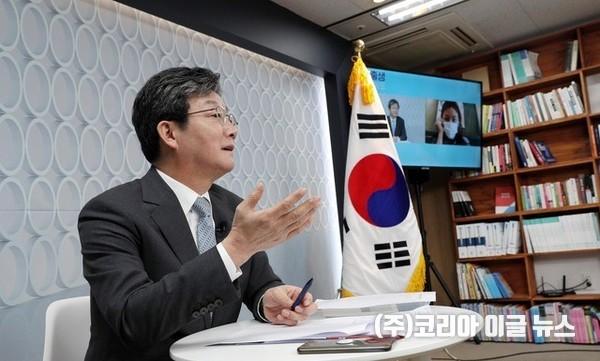 국민의힘 대선 예비후보 유승민 전 의원이 5일 서울 여의도 선거사무소에서 온라인 정책 발표를 하고 있다. (공동취재사진) 2021.08.05.