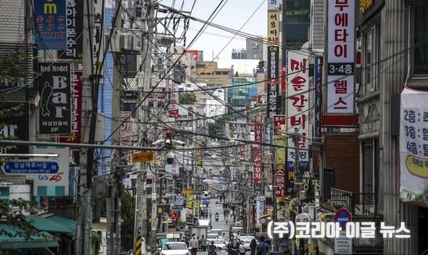 서울 강남구 강남역 인근 먹자골목이 한산한 모습을 보이고 있다. 2021.08.06.